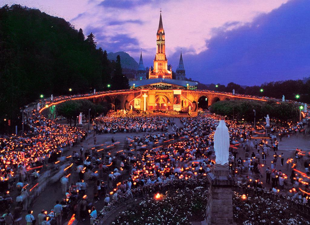Lourdes at night